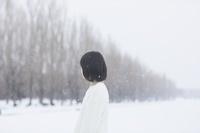 雪にいる女の子