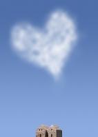 ハート形の雲とミニチュアの家