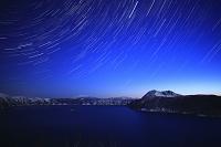 北海道 夜明けの摩周湖と星空