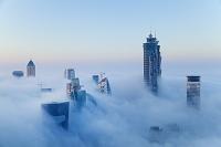 ドバイ 霧がかった街並み