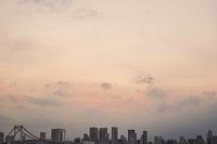 東京都 江東区 有明から望むレインボーブリッジとビル群 夕景