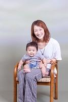日本人親子 赤ちゃんとお母さん