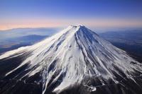山梨県 富士吉田市付近上空から見る富士山