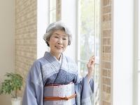 着物の日本人のシニア女性