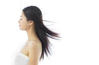 日本人女性の美しい黒髪のストレートヘア
