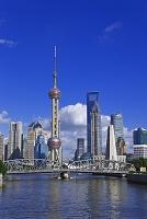 中国 上海 ガーデンブリッジと浦東