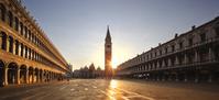 イタリア ベネチア 朝のサン・マルコ広場と鐘楼