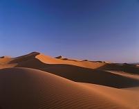 モロッコ サハラ チュビ砂丘 夕映え