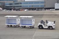 成田国際空港 タグカー 手荷物運搬カート