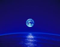海に浮かぶ青い地球