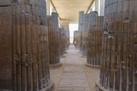 エジプト サッカラ ピラミッド 列柱廊