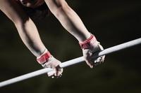男子体操選手 鉄棒