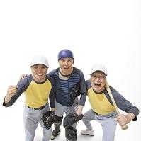 野球のユニフォームを着たシニアの日本人男性達