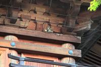 東京都 豪徳寺 三重塔のネコの彫刻