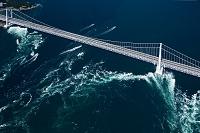 大鳴門橋と鳴門の渦潮 鳴門海峡