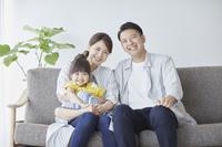 笑顔の三人家族