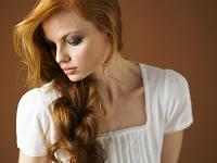 赤毛の美しい外国人女性