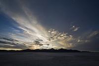 ボリビア 夕暮れのウユニ塩湖