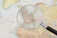 旅行イメージ 虫眼鏡と地図
