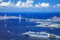 神奈川県 大桟橋と豪華客船