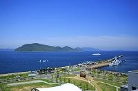 香川県 高松市サンポートと瀬戸内海