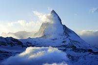 スイス 雲に包まれるマッターホルン