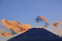 山梨県 山中湖畔から見る富士山