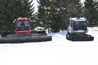 福島県 グランデコスノーリゾート 2台の圧雪車