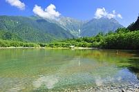 長野県 大正池より望む穂高連峰