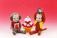 編みぐるみの猿と鏡餅