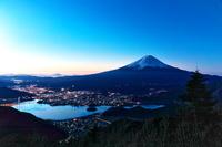 山梨県 新道峠より富士山と河口湖 (朝)