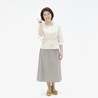指差す日本人女性